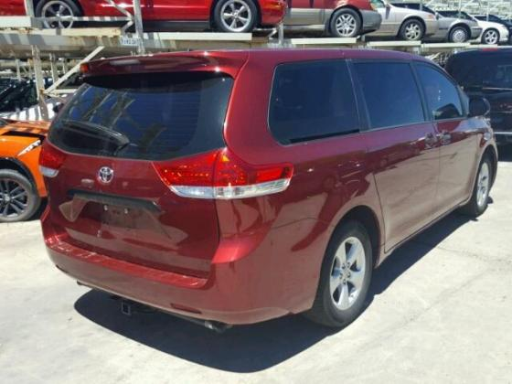 2013 Toyota Sienna for sale on auction