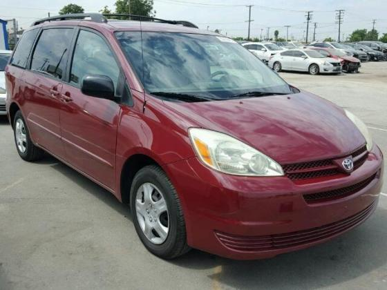 NEAT 2004 TOYOTA SIENNA FOR SALE AT AUCTION PRICE YOU CAN CALL 09031964927