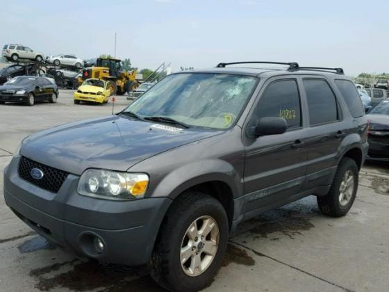 VERY CLEAN AND SOUND TOKUNBO 2006 FORD ESCAPE FOR SALE CALL +2349031964927