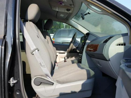 AUCTION AUCTION NIGERIA IMPOUNDED SUPER CARS FOR SALE 2007 KIA SEDONA CONTACT ON +2349031964927