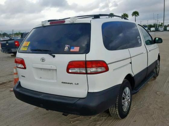 CLEAN TOYOTA SIENNA 2002 MODEL FOR SALE CALL MR AZA THOMAS  ON 09031964927