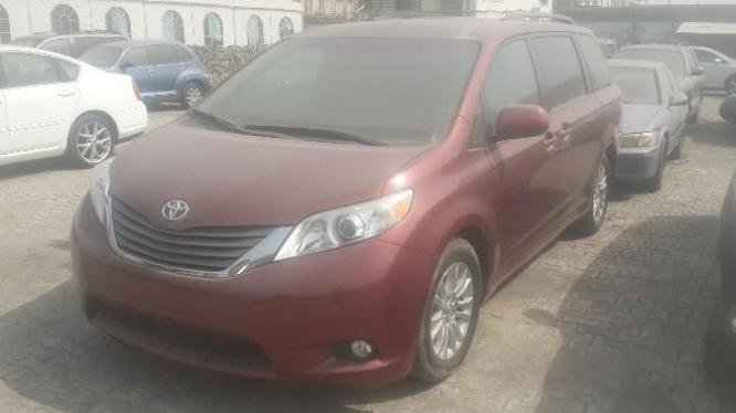 Neatly used 2014 Toyota Sienna for sale