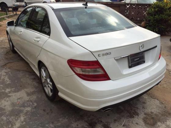 Neat Mercedes Benz c300 white