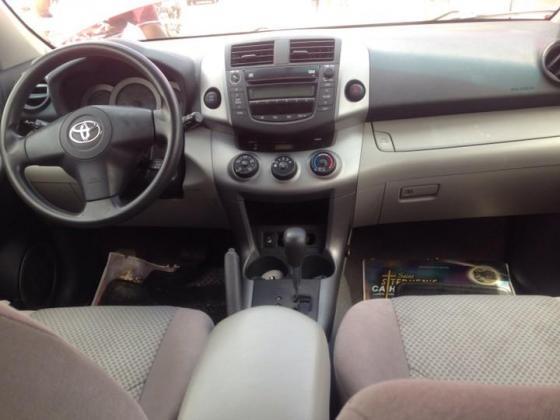 Clean tokunbo Toyota rav4