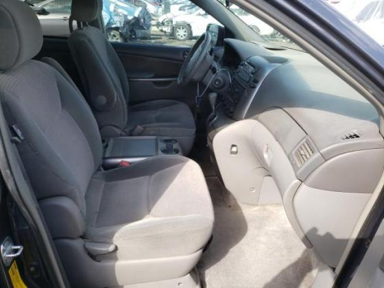 CLEAN TOYOTA SIENNA FOR SALE INTERESTED BUYER SHOULD CONTACT 09060118688