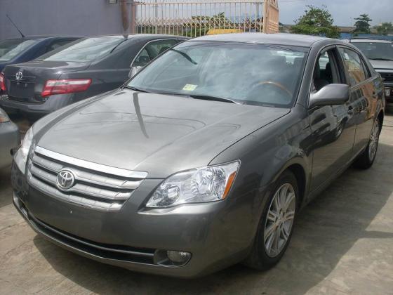 Clean Toyota avalon